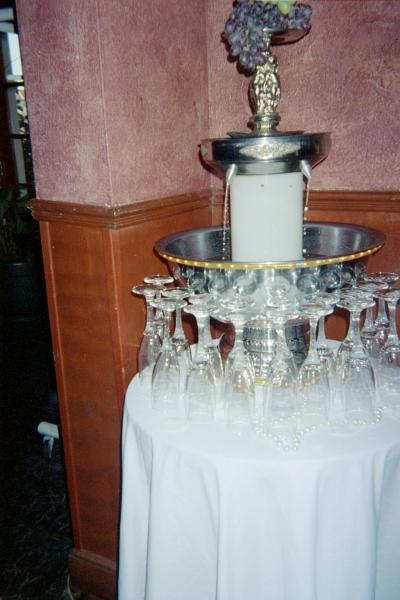 [Image: champagne fountain]